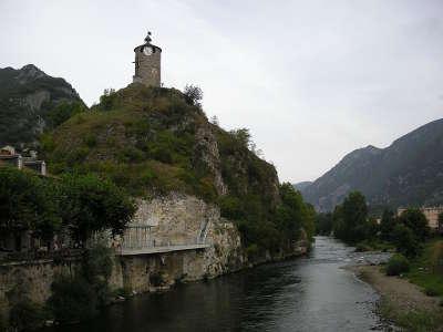 Tarascon sur ariege tour du castella et embouchure du vicdessos route des cols des pyrenees guide touristique de l ariege