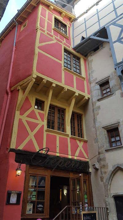 Thiers maison a colombages dans le centre ancien routes touristiques du puy de dome guide touristique auvergne