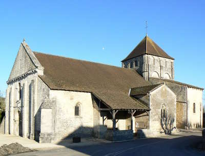 Usson du poitou eglise route des abbayes et monuments du haut poitou guide du tourisme de la vienne