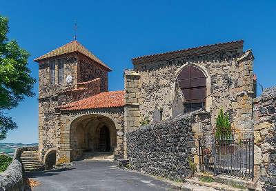 Usson l eglise saint maurice plus beau village de france routes touristiques du puy de dome guide touristique auvergne