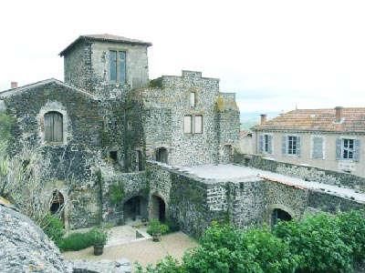 Usson le chateaux plus beau village de france les routes touristiques du puy de dome guide touristique auvergne