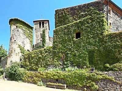 Usson plus beau village de france les routes touristiques du puy de dome guide touristique auvergne