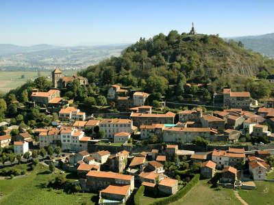 Usson plus beau village de france routes touristiques du puy de dome guide touristique auvergne