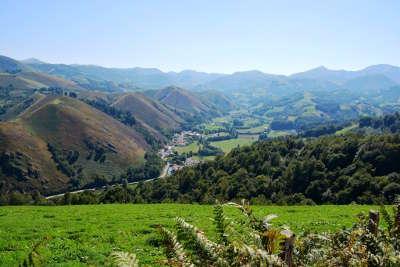 Vallee des aldudes la route de la navarre mythique les routes touristiques pyrenees atlantiques guide du tourisme nouvelle aquitaine