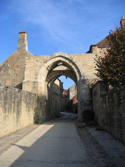 Vezelay les plus beaux villages de france routes touristiques en cote d or guide du tourisme en bourgogne