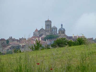 Vezelay plus beaux villages de france routes touristiques en cote d or guide du tourisme en bourgogne