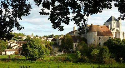 Village et abbaye de nouaille maupertuis route des abbayes et monuments du haut poitou guide du tourisme de la vienne