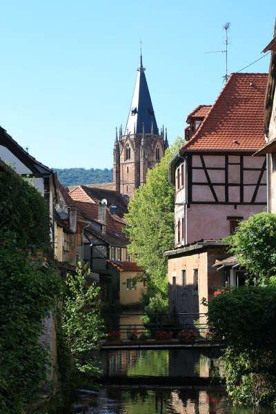 Vue de wissembourg et du clocher de l eglise saint pierre et paul route des chateaux d alsace guide du tourisme copie