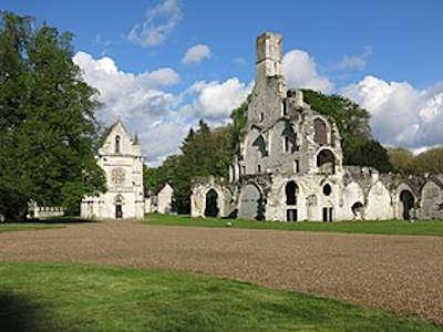 Abbaye de chaalis ruines de l eglise abbatiale et chapelle routes touristique de l oise guide du tourisme de picardie