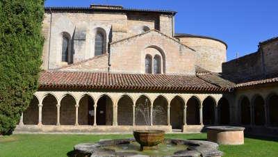 Abbaye de saint hilaire routes touristique de aude guide du tourisme du languedoc roussillon