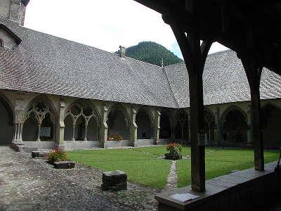 Abbaye notre dame d abondance le cloitre routes touristiques de haute savoie guide du tourisme de rhone alpes