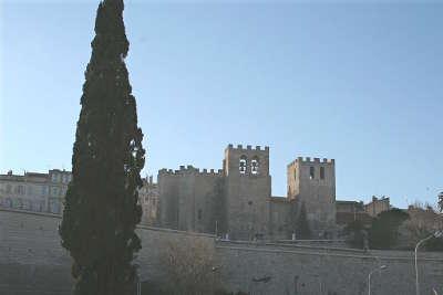 Abbaye saint victor de marseille facade routes touristiques des bouches du rhone guide du tourisme de paca