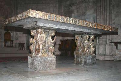Abbaye saint victor de marseille maitre autel de jean bernard et des compagnons du devoir routes touristiques des bouches du rhone guide du tourisme de paca
