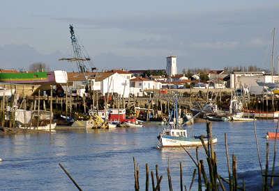 Aiguillon sur mer le port routes touristiques de vendee du tourisme du pays de la loire