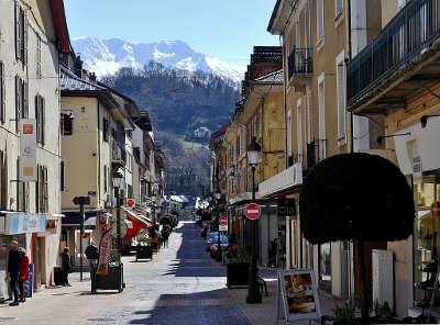 Albertville ville d art et d historie rue gambetta routes touristiques de savoie guide touristique de rhone alpes