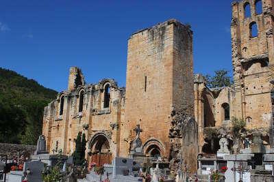 Alet les bains ruines de l abbaye cathedrale routes touristique de aude guide du tourisme du languedoc roussillon