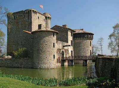 Amailloux le chateau de tennessus routes touristique des deux sevres guide du tourisme de poitou charentes