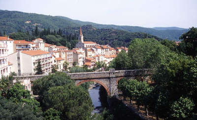 Amelie les bains haut vallespir routes touristiques des pyrenees orientales guide du tourisme du languedoc roussillon