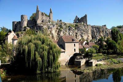 Angles sur l anglin plus beau village le chateau routes touristiques de la vienne guide du tourisme du poitou charente