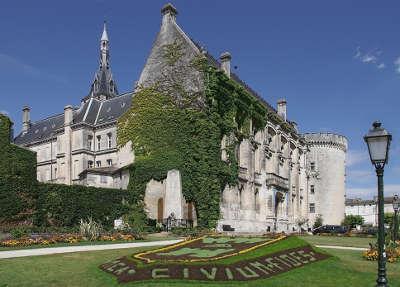 Angouleme hotel de ville routes touristique de charente guide du tourisme de poitou charentes