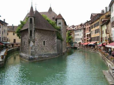 Annecy ville d art et d histoire le palais de l isle routes touristiques de haute savoie guide du tourisme de rhone alpes