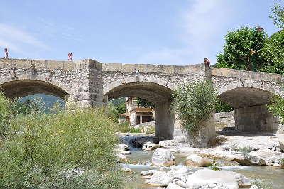 Annot villages et cite de caractere pont sur la vaire routes touristique des alpes de haute provence guide du tourisme provence alpes cote d azur