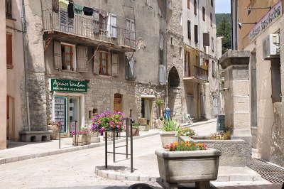 Annot villages et cite de caractere routes touristique des alpes de haute provence guide du tourisme provence alpes cote d azur