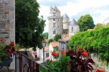 Apremont petite cite de caractere le village routes touristiques de vendee guide du tourisme du pays de la loire