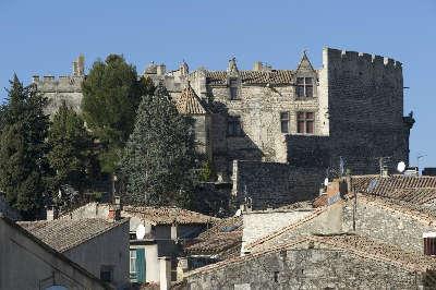 Aramon chateau routes touristiques du gard guide du tourisme du languedoc roussillon