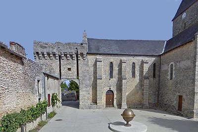 Aubigne sur layon petite cite de caractere place centrale routes touristiques de maine et loire guide du tourisme du pays de la loire