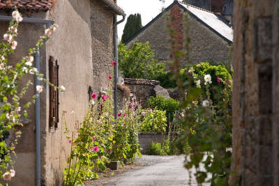 Aubigne sur layon petite cite de caractere ruelle routes touristiques de maine et loire guide du tourisme du pays de la loire