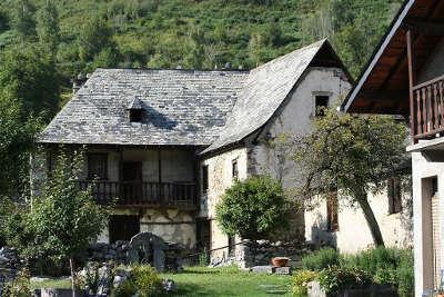 Aucun le musee montagnard du lavedan abbaye routes touristiques des hautes pyrenees guide du tourisme midi pyrenees
