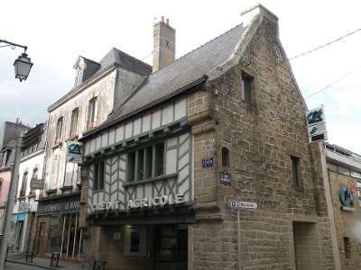 Auray maison a colombages en centre ville routes touristiques dans le morbihan guide du tourisme en bretagne
