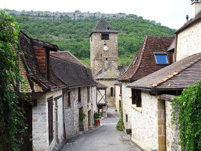 Autoire plus beau village ruelle routes touristiques du lot guide touristique midi pyrenees