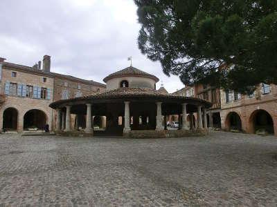 Auvillar plus beau village la halle aux grains routes touristiques du tarn et garonne guide du tourisme midi pyrenees