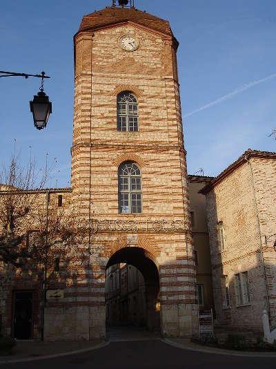 Auvillar plus beau village la tour de l horloge routes touristiques du tarn et garonne guide du tourisme midi pyrenees
