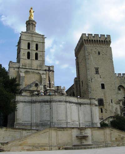 Avignon la cathedrale notre dame des doms routes touristiques du vaucluse guide du tourisme de provence alpes cote d azur
