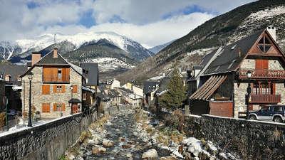 Bagneres de luchon val d aran routes touristiques de hautes garonnes guide du tourisme midi pyrenees
