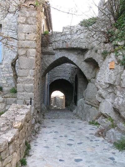 Balazuc plus beau village et village de caractere calade routes touristiques de ardeche guide du tourisme du rhone alpes