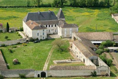 Balzac le chateau routes touristique de charente guide du tourisme de poitou charentes