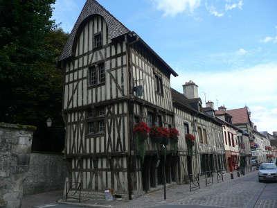 Bar sur seine petite cite de caractere maison a colombage routes touristiques dans l aube guide du tourisme grand est