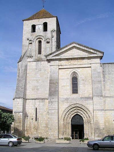 Barbezieux saint hilaire l eglise saint mathias routes touristique de charente guide du tourisme de poitou charentes