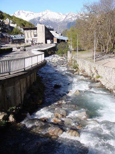 Bareges les rives du bastan routes touristique des hautes pyrenees guide du tourisme midi pyreneess