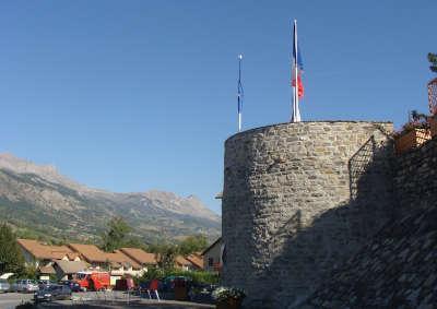 Batie neuve la tour routes touristiques des hautes alpes guide du tourisme de la provence alpes cote d azur