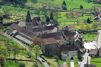 Baume les messieurs abbaye imperiale plus beaux villages routes touristiques du jura guide touristique de franche comte