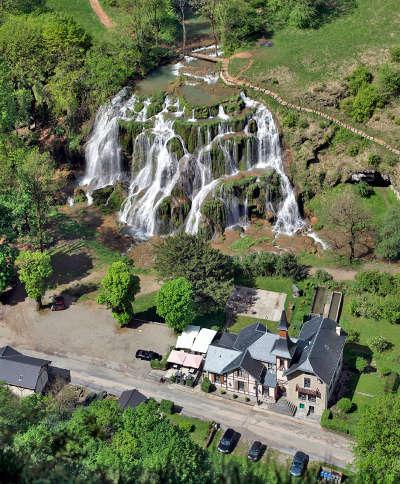 Baume les messieurs domaine des cascades cirque de baume plus beaux villages routes touristiques du jura guide touristique de franche comte