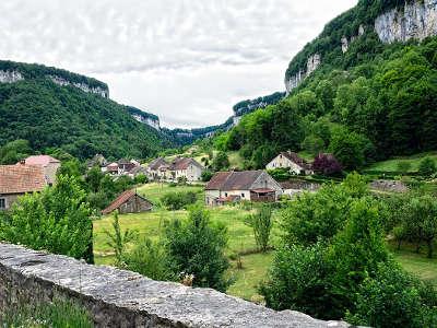 Baume les messieurs plus beaux villages les routes touristiques du jura guide touristique de franche comte