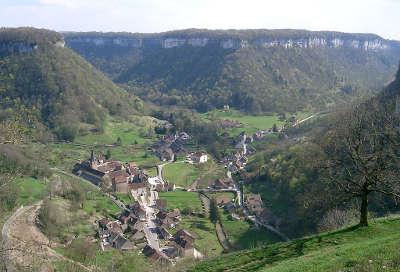 Baume les messieurs plus beaux villages routes touristiques du jura guide touristique de franche comte
