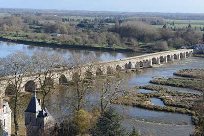 Beaugency le pont sur la loire routes touristiques dans le loiret guide du tourisme centre val de loire