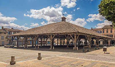 Beaumont de lomagne la halle du xive siecle routes touristiques du tarn et garonne guide du tourisme du midi pyrenees